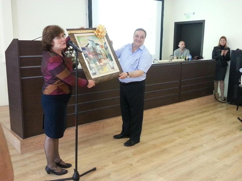 Зам.-кметът по образование г-жа Йорданка Ананиева подари красива картина.