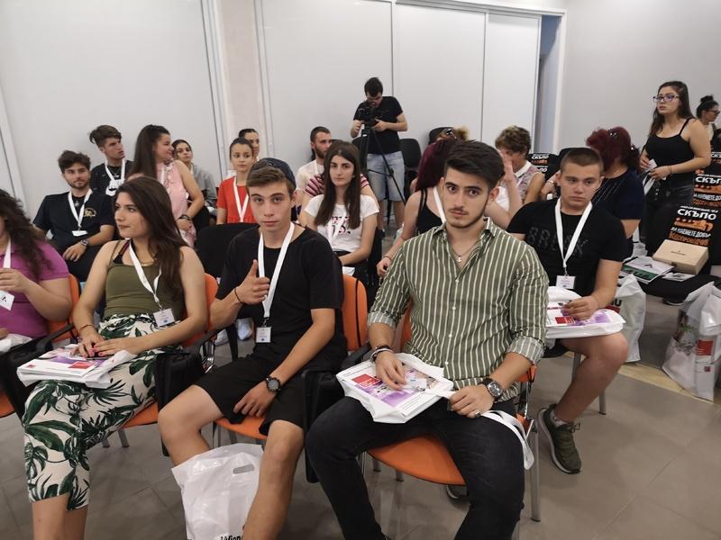 Ученици от ПГСАГ участваха в първата LEADERS SUMMER ACADEMY в Габрово